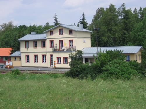 2-stiege-im-harz-rekonstruiereter-bahnhof